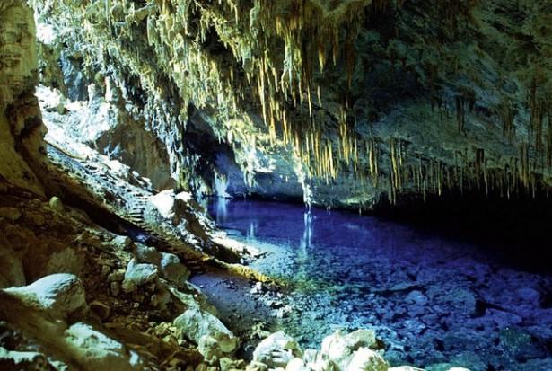 La cueva del lago azul